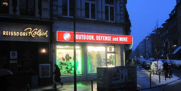 Ein Outdoorladen mit Spielzeugwaffen empört Anwohner der Kölner Südstadt