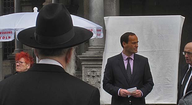 Jörg Uckermann begrüßt die israelischen Gäste