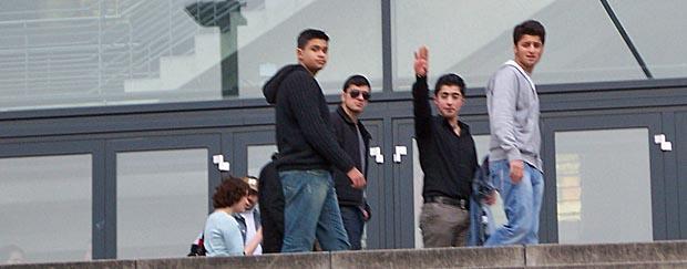 Mit Hitlergruß zu Mohammeds Geburtstag: Anhänger der türkischen DITIB vor der Lanxess Arena in Köln