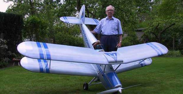 Modellflugzeuge gibt es in beachtlicher Größe und mit entsprechender Tragfähigkeit