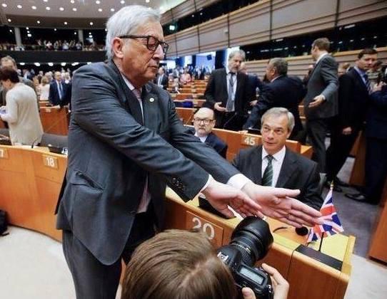 Juncker: Fotos von Nigel Farage sind verboten!